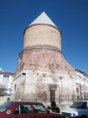 Seyh Hasan Bey Kumbeti (Guduk Minare)