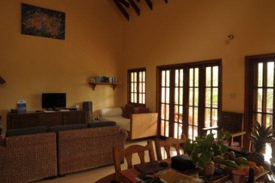 Villas Du Voyageur: Wohnzimmerlounge mit Fernseh- und Multimediabereich