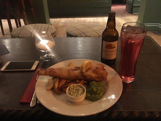 The Britannia: Fish and chips con salsa tártara