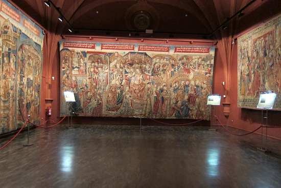 Museo De Tapices Y Capitular De La Seo: Sala Capitular con una de las mas bellas colecciones de tapices de España con mas de 60 piezas.