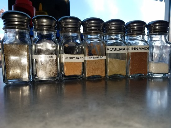 Lunchbox Laboratory: Nice choice of seasonings at the table plus