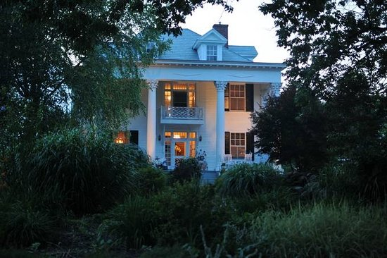 Madison Heights, Virginie : Winridge Manor aglow at night