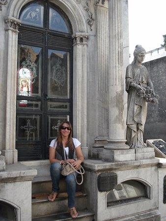 Mayflower Suites: Adorei conhecer o cemitério La recoleta. Muitas esculturas, bancos pra ler, túmulos famosos...