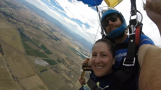 Yering, Australien: Spready my instructor and myself. I guess my smile says it all. Thank you Skydive Yarra Valley.
