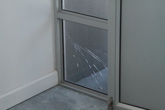 Sunset Beach, South Africa: Smashed pane in lobby