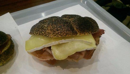 Ristorante Self- Service L'Orologio: Brie & Prosciutto Sandwich
