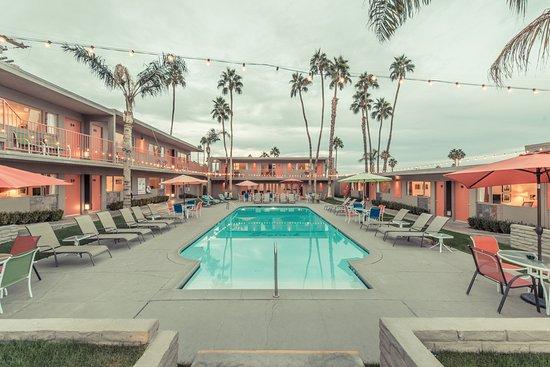 Skylark Hotel Photo