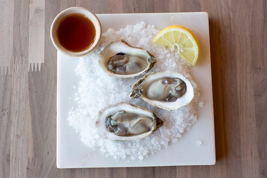 Jenner, Kalifornien: Oysters on 1/2 Shell