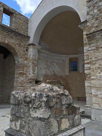 Parco archeologico di conza conza della campania for Case logic italia
