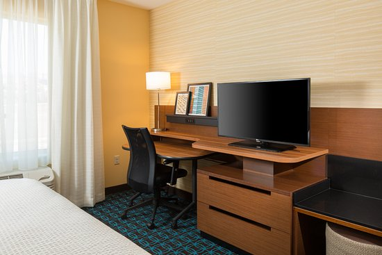 Folsom, CA: Our hotel offers guest rooms with king-size bed, work desk and flat-screen TV for your stay.