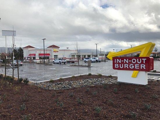อูไคย่า, แคลิฟอร์เนีย: Inn-N-Out Burger