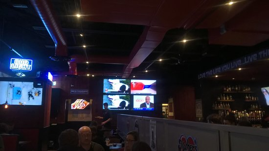 Timonium, Μέριλαντ: Many TVs