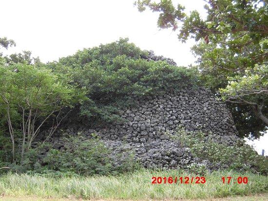 Puzumari : サンゴの野面積みが見事です