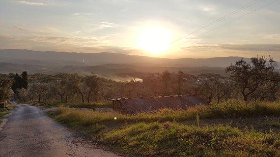 Relais Villa Belpoggio: Por do Sol visto da frente do hotel