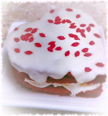 Harrodsburg, KY: Mini red velvet cake.
