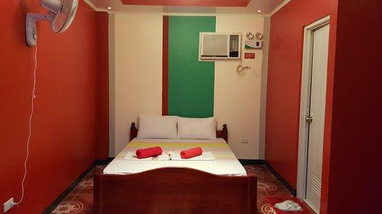 lavender room picture of l m hearthstones lodge cebu city rh tripadvisor com ph
