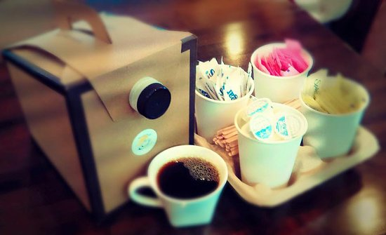 Harrodsburg, KY: 96 oz coffee box with condiments.