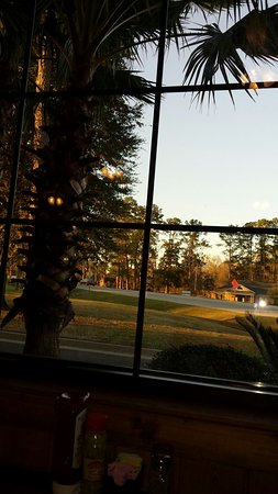 Valdosta, Gürcistan: Inside a dining room looking out on a beautiful evening sun setting.