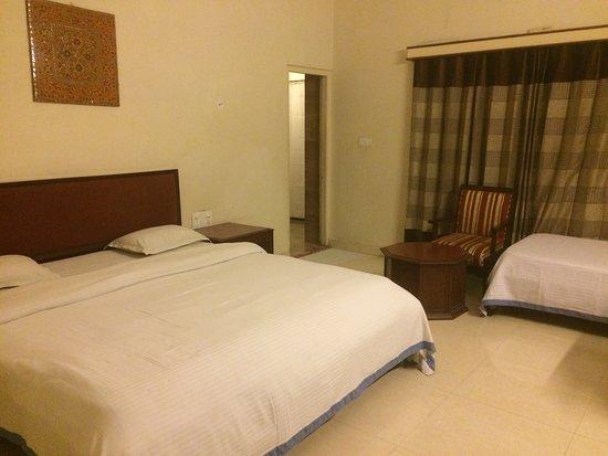 Hotel H.R. Palace: photo1.jpg