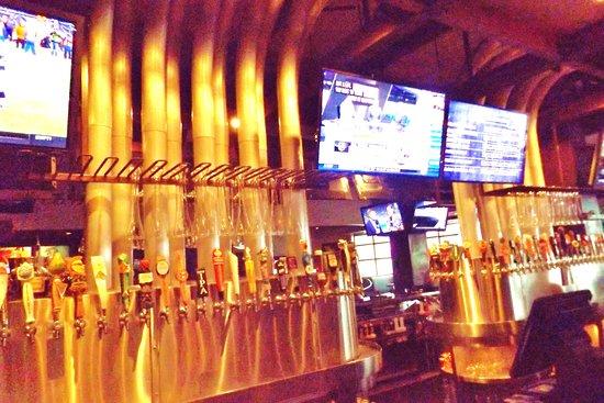 Rancho Mirage, كاليفورنيا: Extensive beer menu on tap