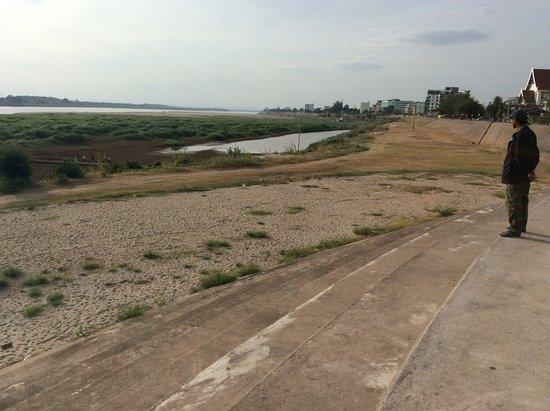 Vientiane, Laos: Набережная тоска и печаль
