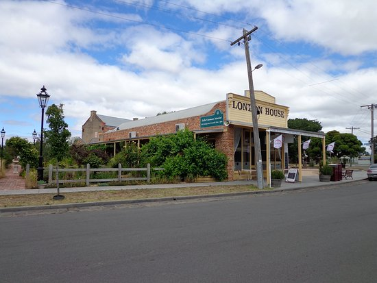 Talbot, Australia: Northern appraoch to the Providore
