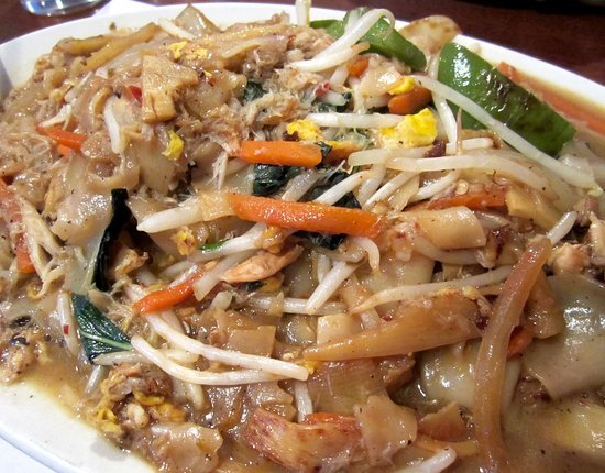 Elk Grove, Kalifornia: Extra saucy crab drunken noodles