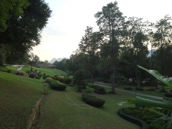 Pung-Waan Resort: Grounds are well kept, with mountain views