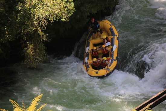 Rotorua Rafting: This boat was full of teenage girls - they loved it!