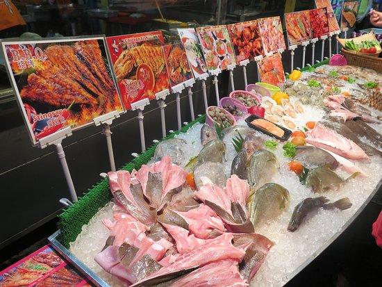 Red Garden Food Paradise & Night Market: 暑い国の魚