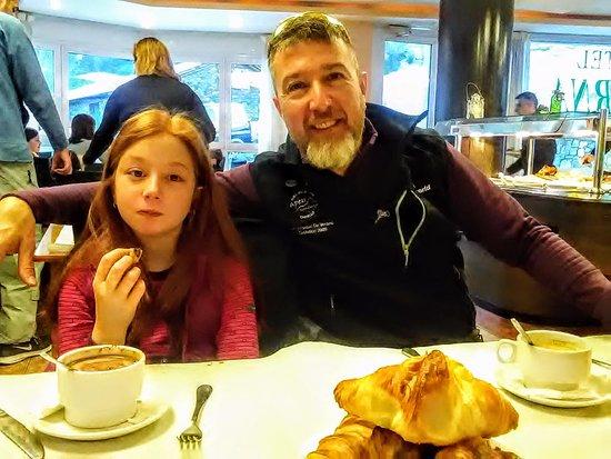 Ansalonga, Andorra: El comedor está muy bien, cómodo, bien organizado y con muy buena atención