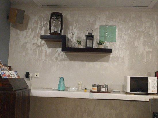 Motel Aviv : The 24*7 tea/coffee/milk counter