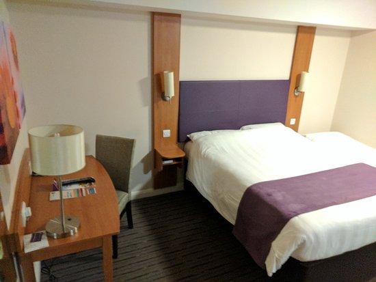 Premier Inn London Hanger Lane Hotel: IMG_20170123_220236_large.jpg