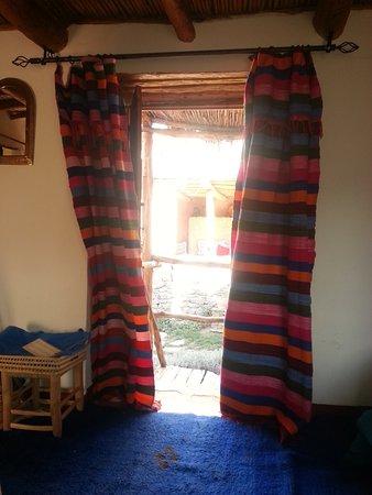Douar Samra : Our garden room. Colourful and comfortable.