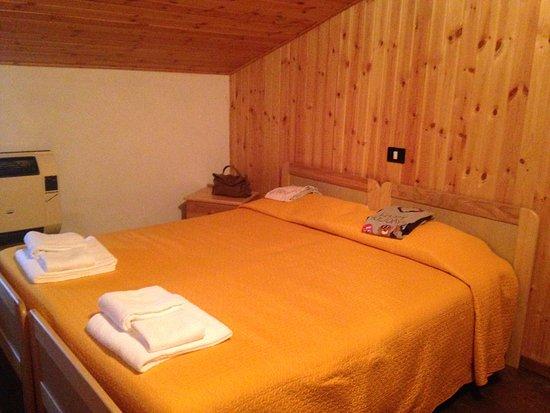 Stanza da letto bild fr n hotel palaghiaccio cotronei - Stanza da letto ...