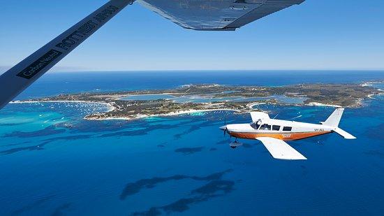 Rottnest Island, أستراليا: Rottnest Air-Taxi 6 Passenger Aircraft in front of Island
