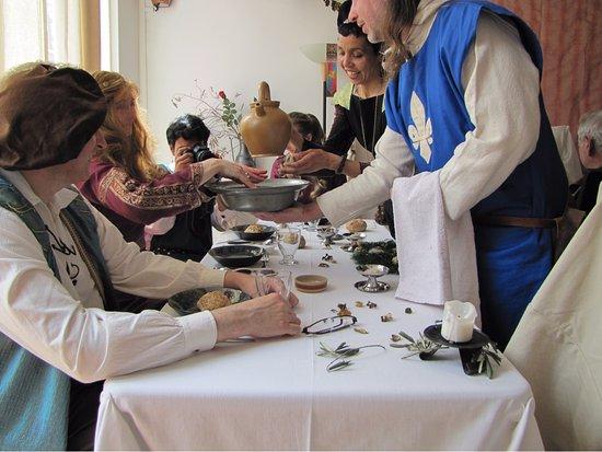 Coufouleux, France: Table d'hôtes à thème