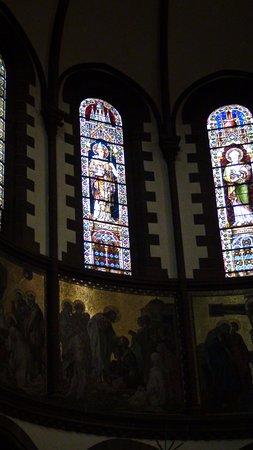 Église catholique Saint Pierre le Jeune : vitraux