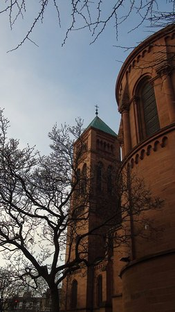 Église catholique Saint Pierre le Jeune : inspiration romane
