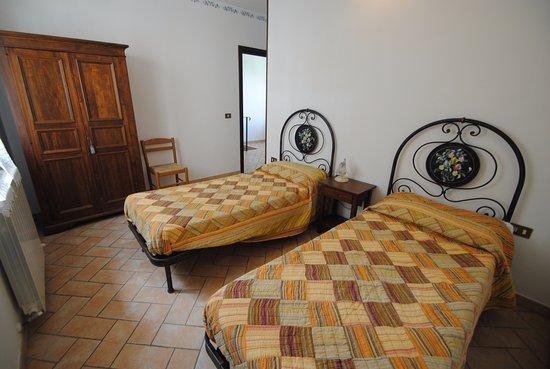Marche letti camere da letto moderne marche camera da for Piani casa 2 letti