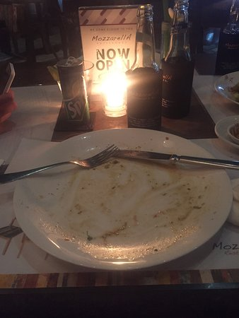 Mozzarella Restaurant and Bar: A picture can tell a story so no need to explain how good the tuna steak was