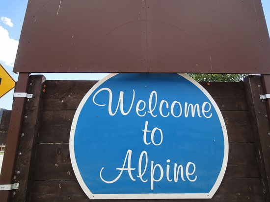 Das Ortsschild von Alpine in Wyoming