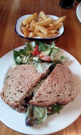 Бакингем, UK: Lunchtime steak sandwich bargain at The White Hart (23/Jan/17).