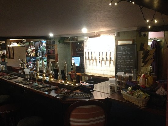 Little Budworth, UK: The well stocked bar