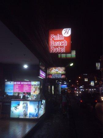Palm Beach Hotel Phuket: Вот такая маленькая вывеска у отеля :(
