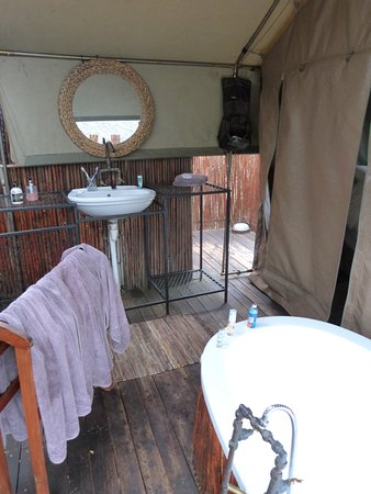 Le Petit Karoo Ranch: Salle de bain en plein air