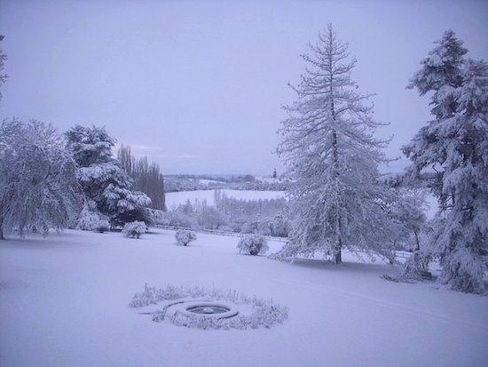 St-Cyr-la-Rosiere, France : La Mouchère tout en blanc (janvier)