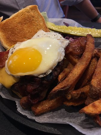 Ridgefield, CT: Brunch burger