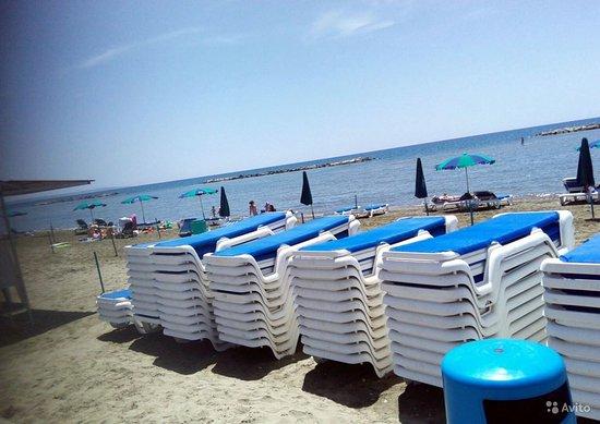 Pervolia, ไซปรัส: пляж песочный