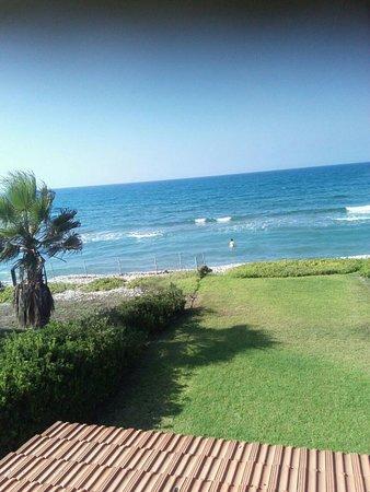 Pervolia, ไซปรัส: Вид на море со 2 этажа нашего дома